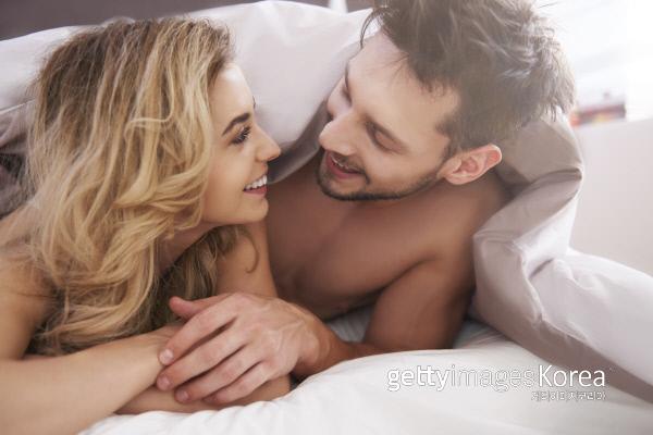 성관계를 자주하는 사람이 일의 능률도 좋다는 연구 결과가 나왔다. 게티이미지뱅크