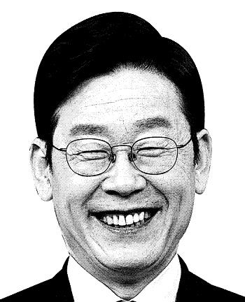 이재명, 문재인 '전두환 표창' 비난하다 역풍?