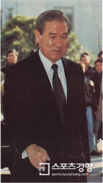 노태우 전 대통령이 1995년 검찰의 2차 조사를 받기 위해 대검에 도착한 모습./경향신문 자료사진
