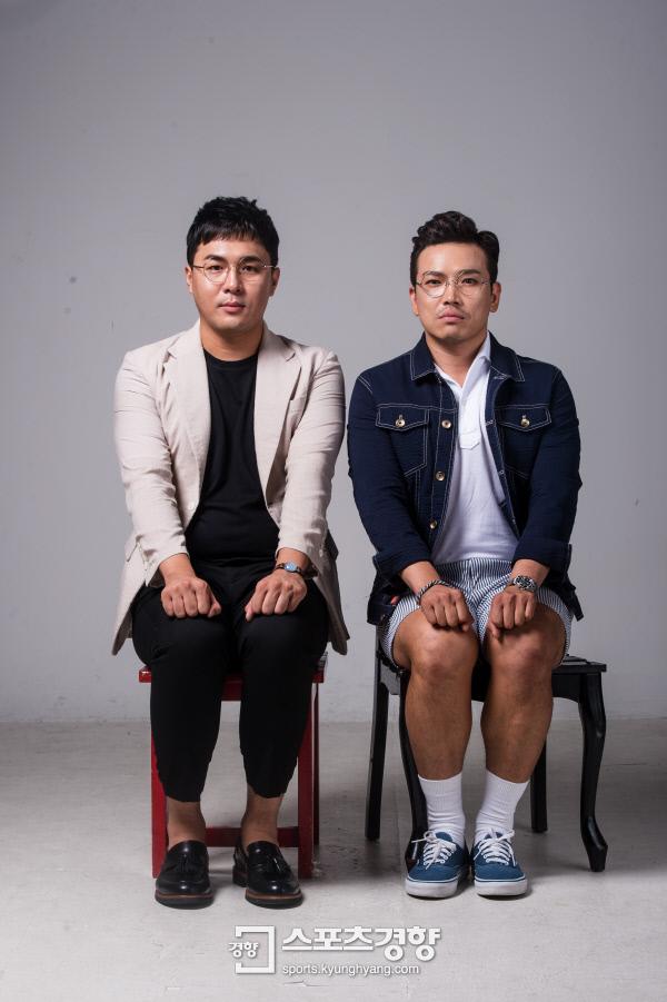 MC딩동(오른쪽)과 MC배가 서울 정동 경향신문사에서 '스포츠경향'과 만나 포즈를 취하고 있다. 이선명 기자 57km@kyunghyang.com