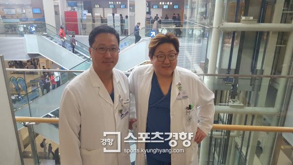 건국대병원 영상의학과 박상우 교수(왼쪽)와 성형외과 신동혁 교수는 당뇨발 재건을 위해 협진하고 있다.