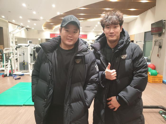 김태훈(왼쪽)과 박종훈. SK 와이번스 제공