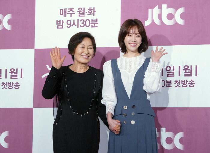[스경X현장] '눈이 부시게' 연기인생 56년 김혜자마저 설레게 한 매력