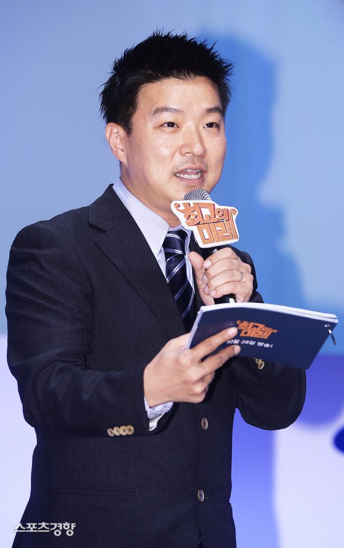방송인 김생민은 성추행 논란으로 인해 프로그램 하차는 물론 연예계에서 퇴출됐다. 이선명 기자 57km@kyunghyang.com