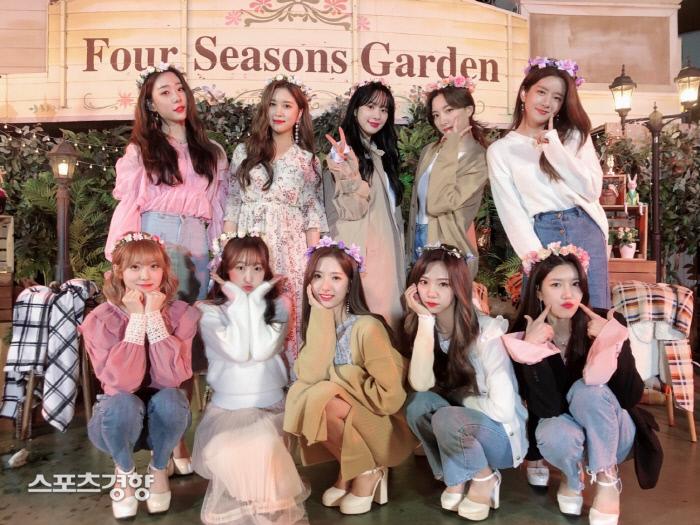 걸그룹 우주소녀 에버랜드 V라이브 단체사진. 사진 스타쉽엔터테인먼트