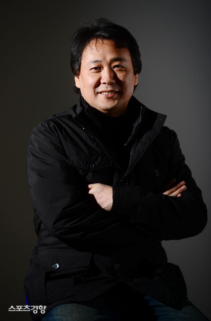 1990년대 김건모, 노이즈, 클론 등을 프로듀서하며 댄스음악 전성시대를 이끈 DJ 출신 김창환 회장.  김문석 기자  mseok@kyunghyang.com