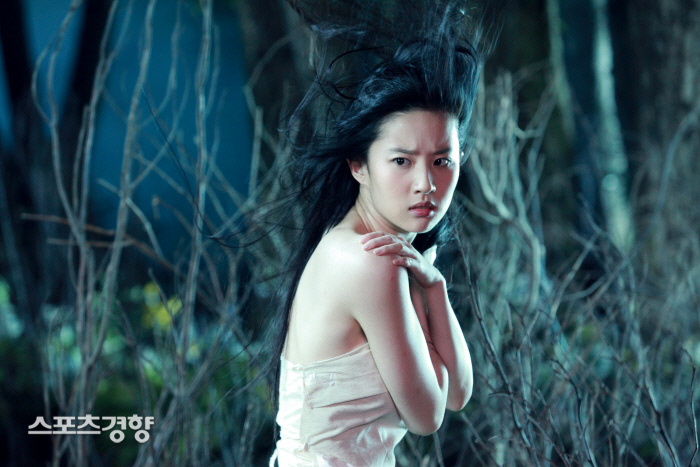 중국 출신 미국 배우 유역비가 홍콩 시위를 비방하는 게시물을 올렸다 여론의 뭇매를 맞고 삭제했다. 경향신문 자료사진