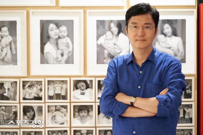 자신의 세 번째 에세이집 '조세현의 사진의 모험'을 펴낸 사진작가 조세현. 사진 조세현 작가 제공