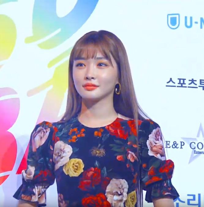 [스경×현장] '2019 소리바다 어워즈' 여름퀸 청하 '꽃이 꽃을 입었네' (영상)