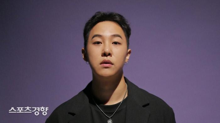 지난 2일 싱글 '스며들어'를 발표한 가수 썬데이오프. 사진 스포트라이트
