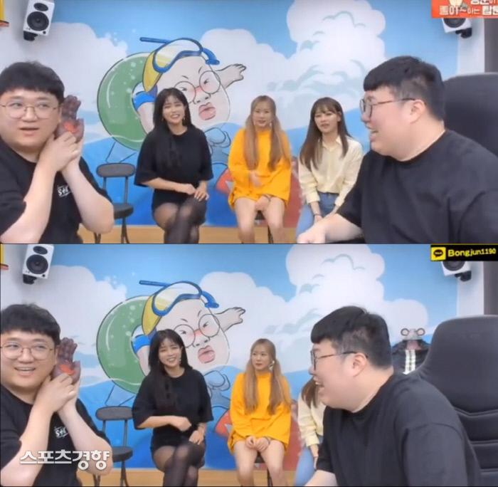 아프리카TV BJ서윤(왼쪽 두 번째)이 서강준을 성희롱하는 발언을 해 재차 구설에 올랐다. 아프리카TV 방송 화면 캡처