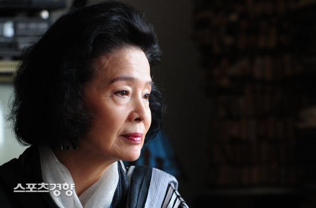 2010년 영화 '시'로 경향신문과 인터뷰했던 배우 윤정희의 모습. 사진 박민규기자