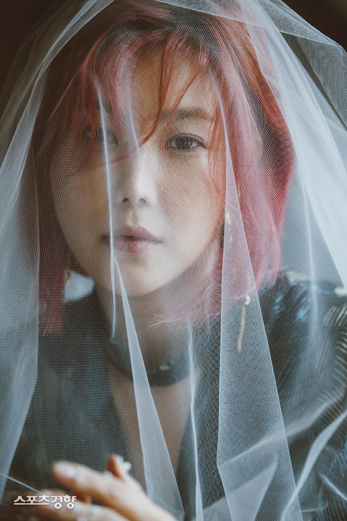 13일 정오 3년10개월 만의 신곡 '눈물이 빗물되어'를 발매한 가수 솔비. 사진 싸이더스HQ, 엠에이피크루