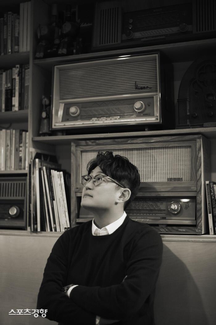 17일 13년 만에 정규 10집을 발매하는 가수 김현철. 사진 에프이스토어