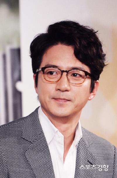 배우 정준호가 리조트 무허가 영업과 관련해 연루됐다는 의혹에 휩싸였다. 이선명 기자 57km@kyunghyang.com