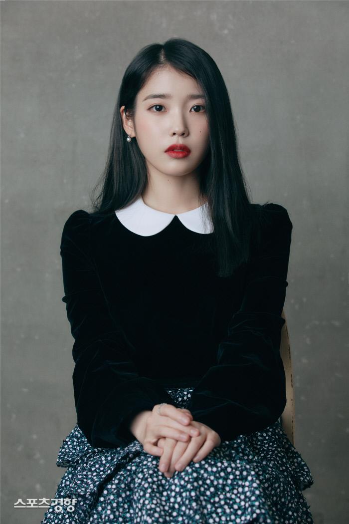 가수 아이유가 한국인으로서 서경배 아모레퍼시픽 회장과 함께 '2019 아시아 기부 영웅 30인'으로 선정됐다. 소속사 제공