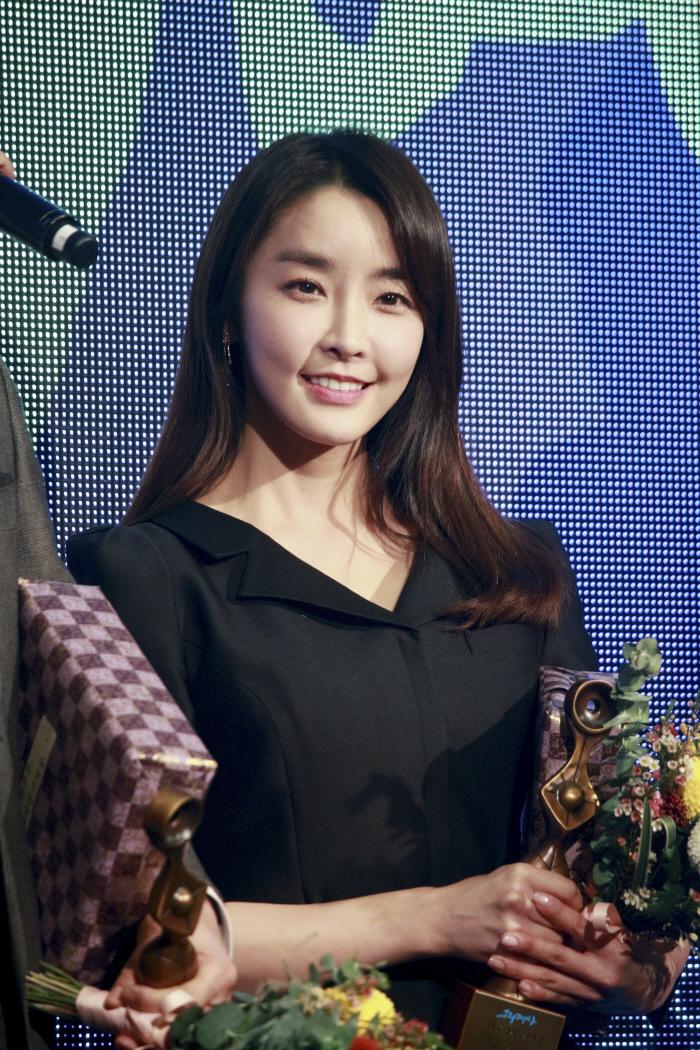 """정유미, '그리메상' 여자 최우수 연기자 상 수상 """"'검법남녀'팀에게 준 상"""""""