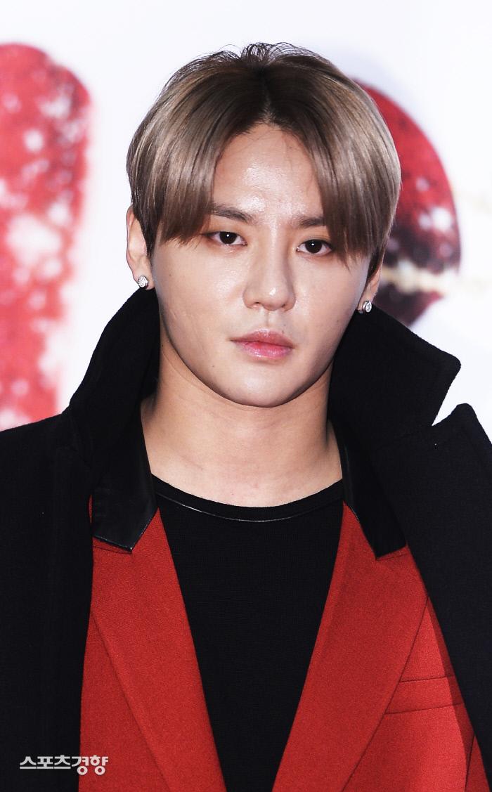 김준수를 포함한 JYJ 멤버들은 잇따른 방송 출연 불발에 해외 무대로 눈길을 강제로 돌려야 했다. 이선명 기자 57km@kyunghyang.com