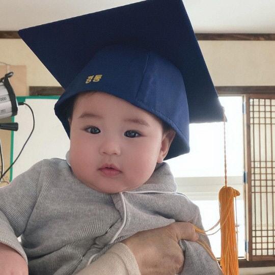 """[SNS는 지금] """"사랑둥이 아들 둘""""…'강경준♥' 장신영, 아들 바보 등극"""
