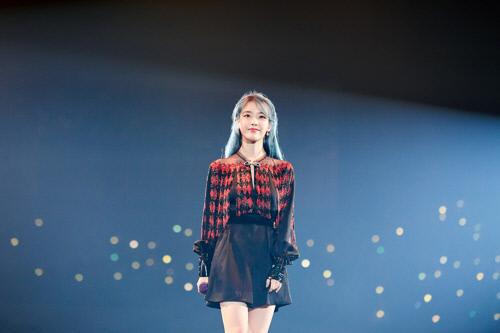 가수 아이유. 카카오엠 제공.