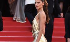 이자벨 굴라르, 아슬아슬한 끈 드레스